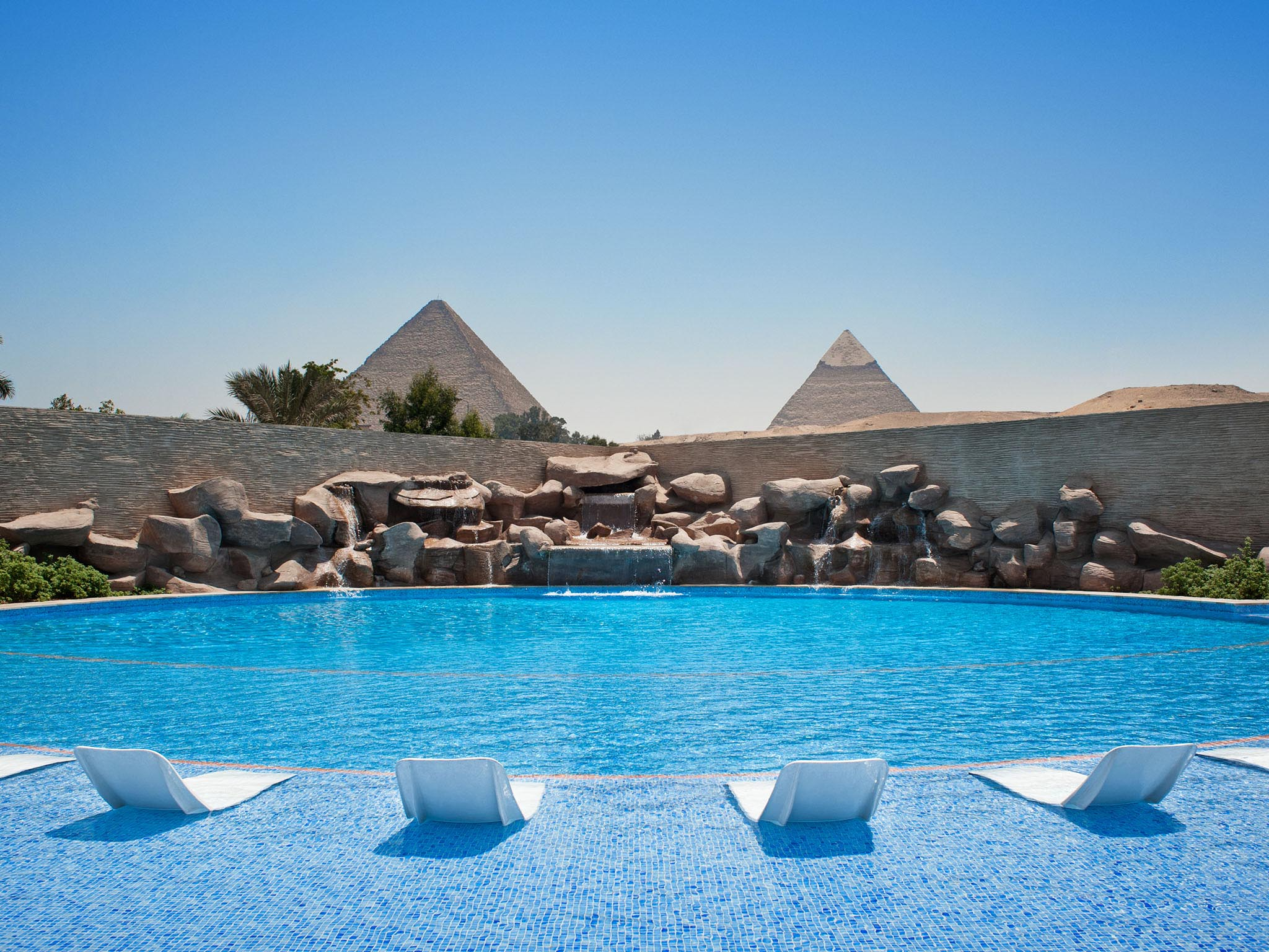 Waterfalls Pool - Pyramids view