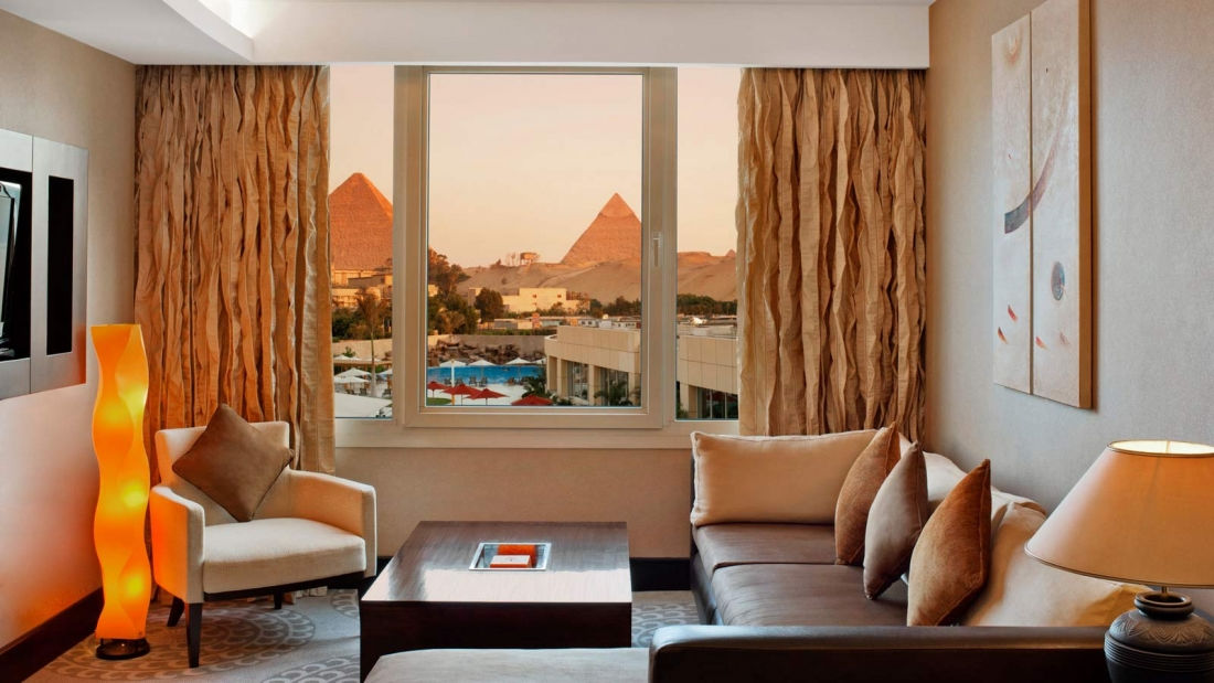 Our spacious Deluxe Suites surround you with comfort in a locally inspired décor and also feature signature king size Le Méridien beds and unique views overlooking the great Pyramids of Giza. They are comprised of one bedroom and separate living area, in-room safe available, free daily newspaper of your own choice.</p>
